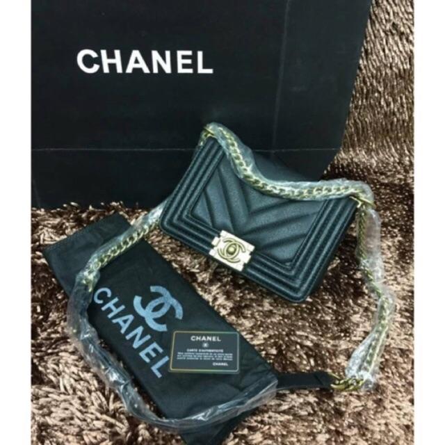 กระเป๋า Chanel Boy V