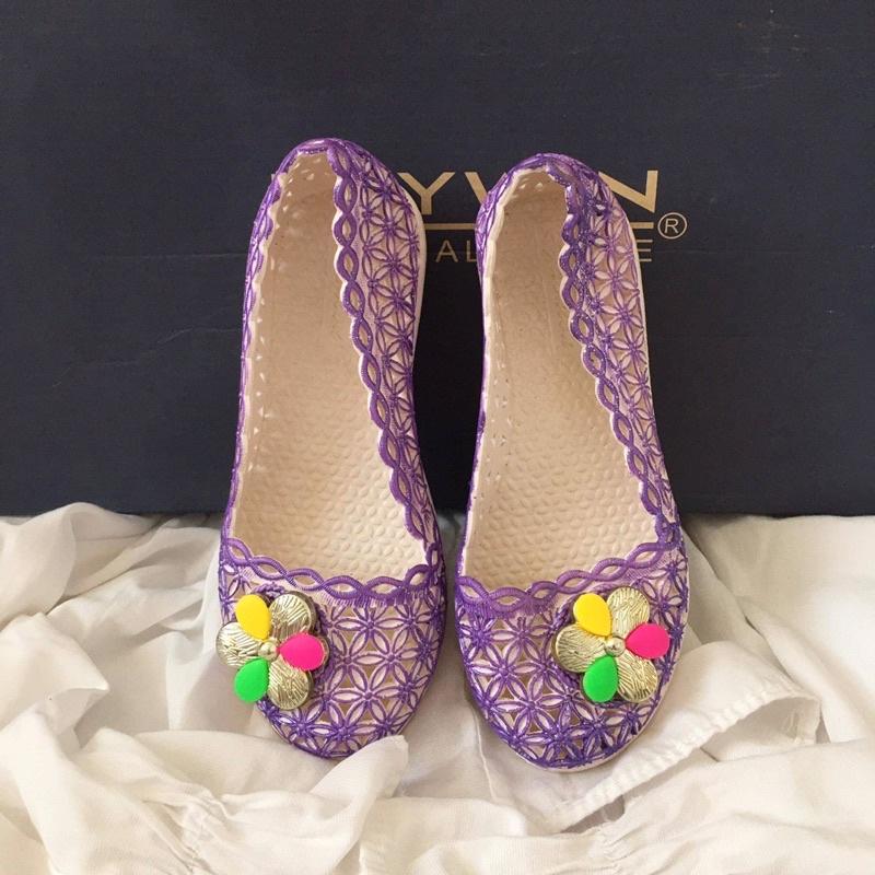 รองเท้าคัชชูเด็กลูกไม้แต่งดอกไม้