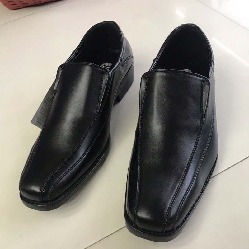csb  รองเท้าคัชชูผู้ชายแบบสวม รุ่น CM500 สีดำ