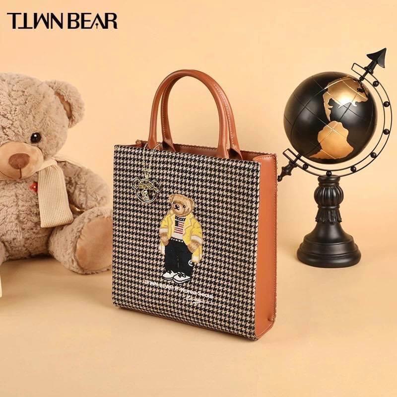 กระเป๋าแบรนด์ TTWN BEAR มือ 1 ลายใหม่ ทรง A4
