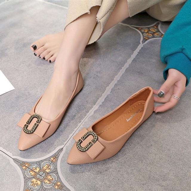 รองเท้าคัชชู หัวแหลม❤️รองเท้าคัชชู รองเท้าส้นแบน รองเท้าลำลอง รองเท้าแฟชั่นของผู้หญิง  หัวแหลม ประดับด้วยโลหะ