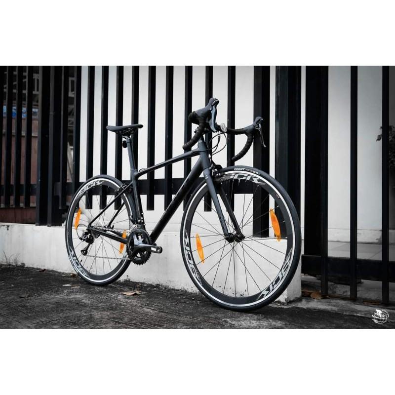 รถจักรยานเสือหมอบยี่ห้อgiant รุ่น scr2 aluminum 2021