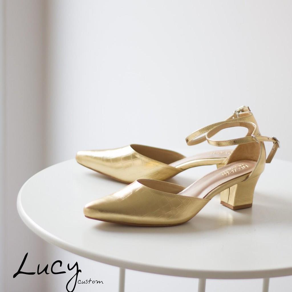 Novem.shoes รุ่น lucy ราคา 2,290 บาท สีทอง